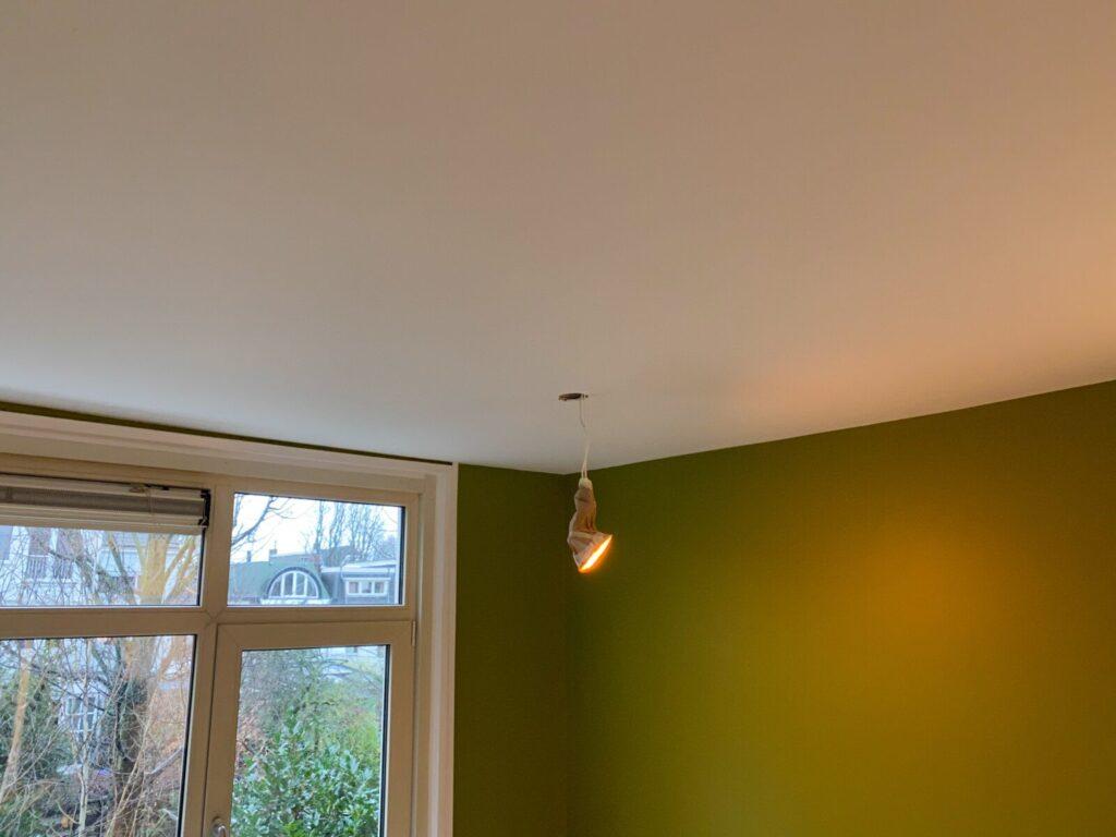 Latex spuiten van plafonds voor industriële uitstraling van uw bedrijfspand